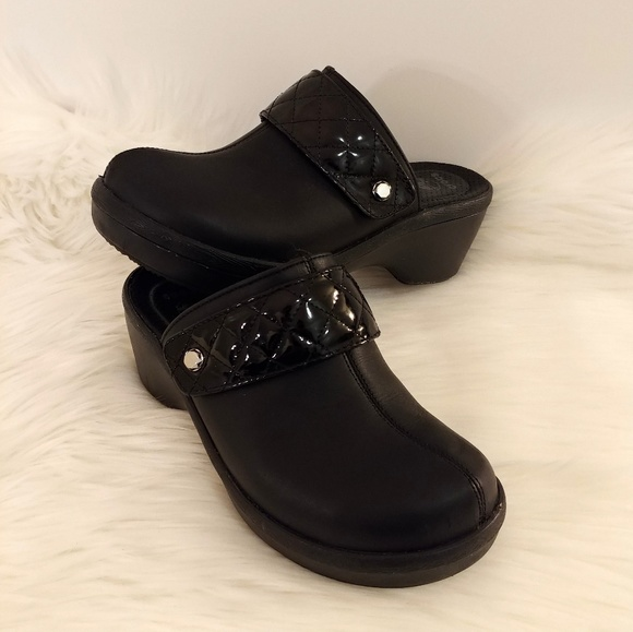 90a267aa6 crocs Shoes - Crocs Sarah Clog Black Size W7